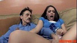 ادعك و امص زب زوج امي و بالمقابل يلحس لي كسي حتى انزل في فمه