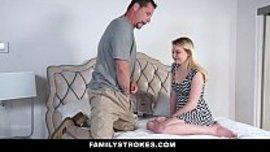 يخرج زبه امامها حتى يعرض عليها ممارسة سكس المحارم و تذوق الزب