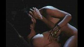 ممثلة هندية تتناك في سكس رومانسي هائج و تركب الزب بكسها الضيق حتى تنزل
