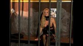 سحاق عنيف ملتهب في السجن مع السجانة الممحونة و السجينة الشقراء السكسية