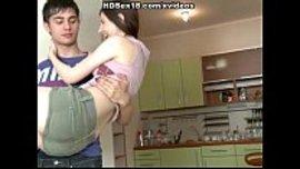 اهيج نياكة قوية و مهيجة في المطبخ بيني انا و حبيبي المراهق الممحون