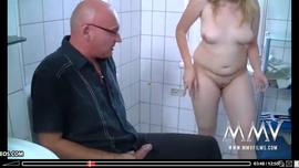 سكس حمام عام و الاصلع ينيك حبيبته البيضاء بقوة