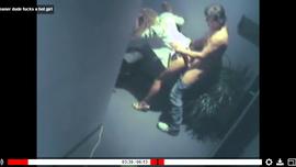 نيك جامد نار في رواق الفندق مع عامل التنظيف