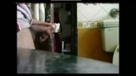 الاستمناء المباشر امام الخادمة الهندية وهي ترى الزب يقذف