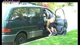 نيك في السيارة على الواقف وشاب ينيك شرموطة في المقعد و هو واقف