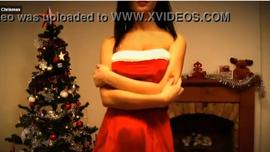 اغراء الكريسماس و فتاة بملابس حمراء تشعل الشهوة مع مفاجاة في اخر الفيديو