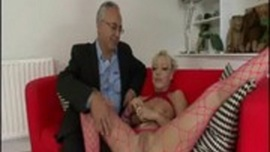 نيك حار مع فتاة شقراء ساخنة و رجل كبير في السن وهائج