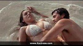 ينيكها في جزيرة مهجورة و يرضع بزازها و يدخل لها زبه