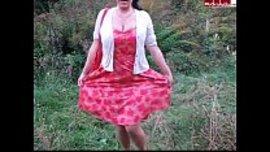 الهندية ام البزاز في عرض ساخن امام عشيقها و هي بفستان مثير جدا يظهر صدرها