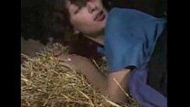 نيك طيز قوي و ساخن في المزرعة مع الشغالة و الفلاح الممحون