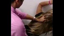 شرموطة حمام عام تاكل الزب من رج مجهول هائج يجذبه من شعرها بقوة