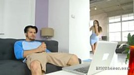 زوجته وجدته يستمني و يشاهد فيلم سكس في الحاسوب