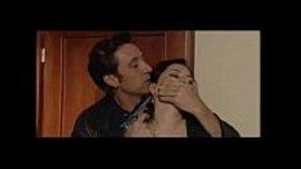 لص يدخل المنزل و يرغم المراة السكسية على ان تمص له زبه و تريه براعتها في النيك