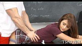 استاذي يمتحنني بقضيبه في كسي و طيزي ثم يعطيني نقط اضافية حتى شقاوتي في النيك