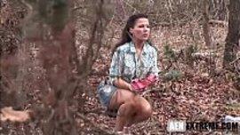 مشهد سكس مثير و المقنع ينيك الملف السكسي في الغابة