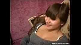 سكس روسي و فتاة روسية جنان تسكر في الحفلة و صاحبها ينيكها في كسها المحلوق ويصورها