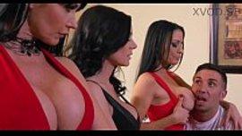 رجل محظوظ ينيك ثلات فتيات مثيرات باجمد الاجسام المتفجرة انوثة في اقوى نيك نااااار