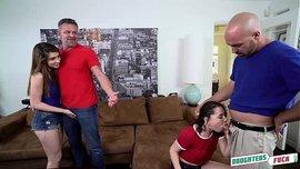 زوجته تتناك أمامه وينيك زوجة رجل آخر في سكس رباعي ساخن