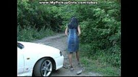 سكس فرنسي مع مزة فرنسية تركب معه السيارة و ينيكها و تمص زبره وسط الغابة و تصوير خفي