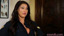 سكس جامد مع نيك شرطية مثيرة بزازها كبيرة تحب مص الزب ولحس الكس