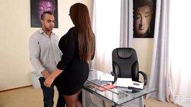 مغامرة في المكتب – مديرتي ميلفاية شرموطة عاشقة لمص الزب