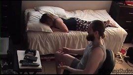الأخ يشعر بالوحدة ويقرر ينيك أخته في سكس محارم ليلة رأس السنة