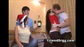 حفلة راس السنة كلها نيك وسكس بين الأصدقاء في نيك رباعي ساخن