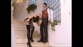 الخادمة الشقراء تتناك من صاحب البيت و تمص زب صاحبه