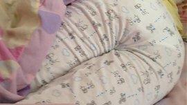 يصور أخته ذات الطيز الجميلة المثيرة في أوضاع سكسية وهي نائمة