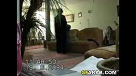 زوجها مخبي كاميرا تصور مراته وهي بتخونه مع عشيقها