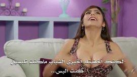 قصة حياة ميا خليفة , من بائعة همبركر الى نجمة افلام اباحية | مترجم