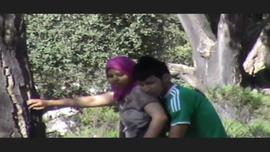 مصرى ينيك محجبة من طيزها بحديقة الاورمان