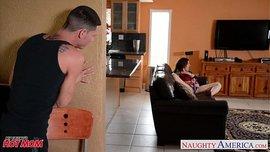 نيك سارة جاي فى دور الام الهائجة والابن المراهق فى المنزل