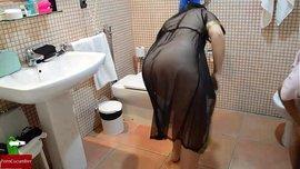 سكس زوج ديوث يصور مراته عريانة بتمصلة زبه فى الحمام