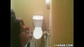 سكس عربي فضيحة تصوير سري في مرحاض عام