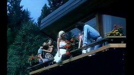 فيلم سكس فرنسي كلاسيكي قديم طويل بعنوان في الصيف تطير الملابس الداخلية