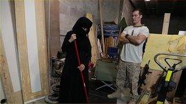خادمة محجبة شقراء في امريكا تمتع صاحب البيت بالمص و النيك مقابل المال السخي