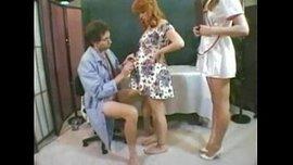 الدكتور والممرضة ينيكو المريضة الحامل