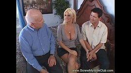 رجل الأعمال العجوز يشاهد زوجته تتناك من عشيقها