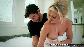 الزوجة الكيرفي أم بزاز ممتلئة تتناك كم صديق زوجها في الحمام