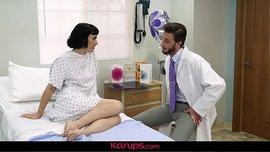 مريضة ميلف تتناك من الدكتور الوسيم في المستشفى