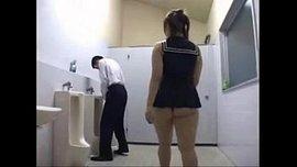 يابانية سادية جسمها عملاق تغتصب رجل وتنيكه في طيزه