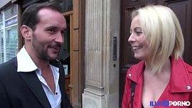 شقراء فرنسية تتعلم صناعة الأفلام الاباحية