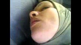 سورية محجبة تتناك في سيارة التاكسي
