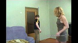 ينيك امه في طيزها بقوة