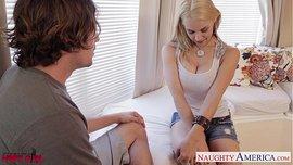 شاب ينيك زوجة صديقه الشقراء أم بزاز كبيرة في منزلها