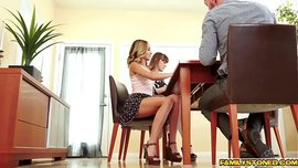 فتاة صغيرة تتناك من زوج عمتها في سكس ساخن جداً