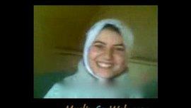 قحبة جزائرية بالحجاب نياكة و سخونة و هي في الشات