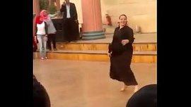 رقص شراميط مصريات علني في حديقة عامة