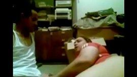مصرية تدعك زبه اثناء الحديث فيهيج عليها تصوير مخفي